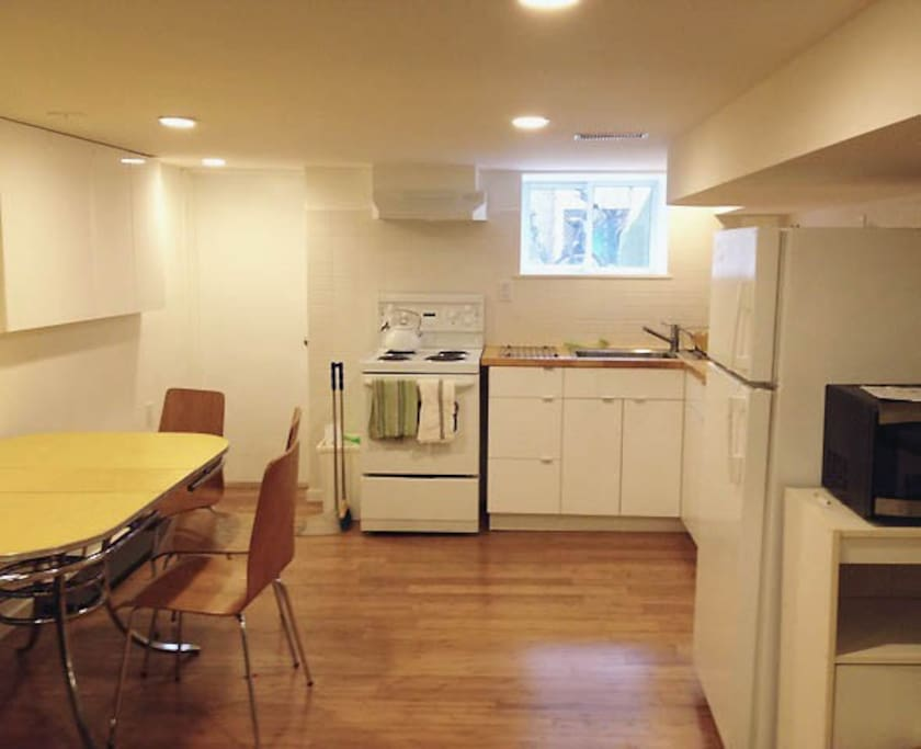 Kitchen with retro dining table
