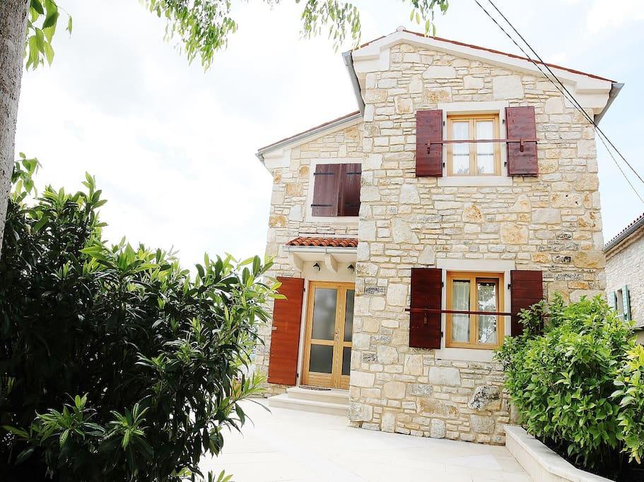 Seitenansicht Haus Mirta