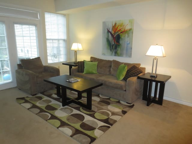 Lux 2BR Barclay Square Apt w/WiFi - Princeton - Apartment