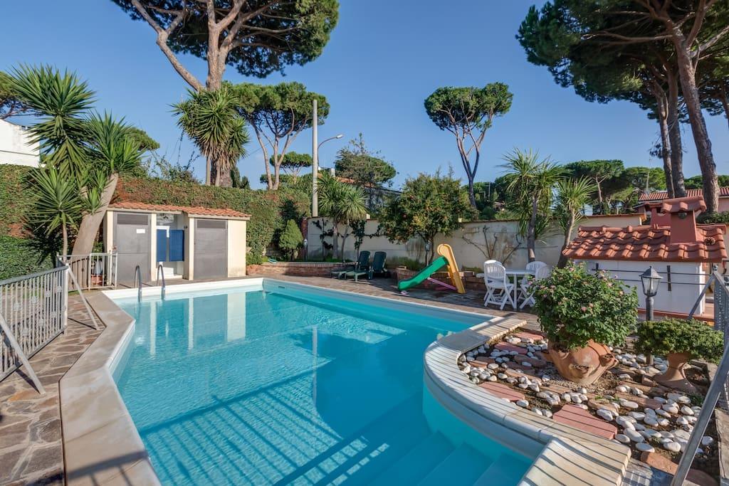 Villa indipendente con piscina case in affitto a lido dei pini lazio italia - Villa italia piscina ...