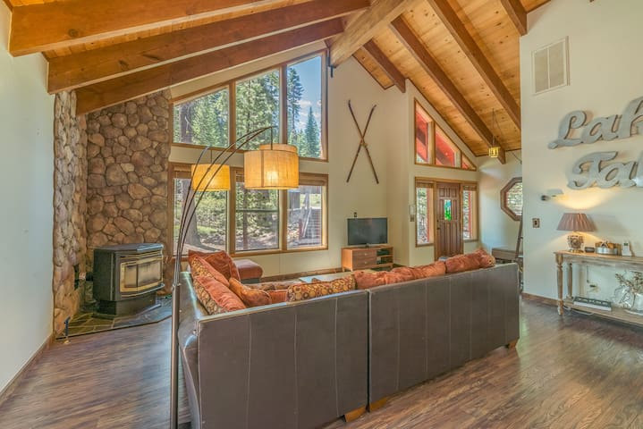 Peaceful Home that Backs to Forest. Easy access to Kings Beach and Northstar!