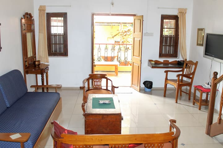 Large room in Cottage, City Centre