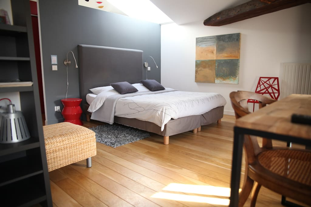 chambre l 39 atelier du peintre chambres d 39 h tes louer max ville lorraine france. Black Bedroom Furniture Sets. Home Design Ideas