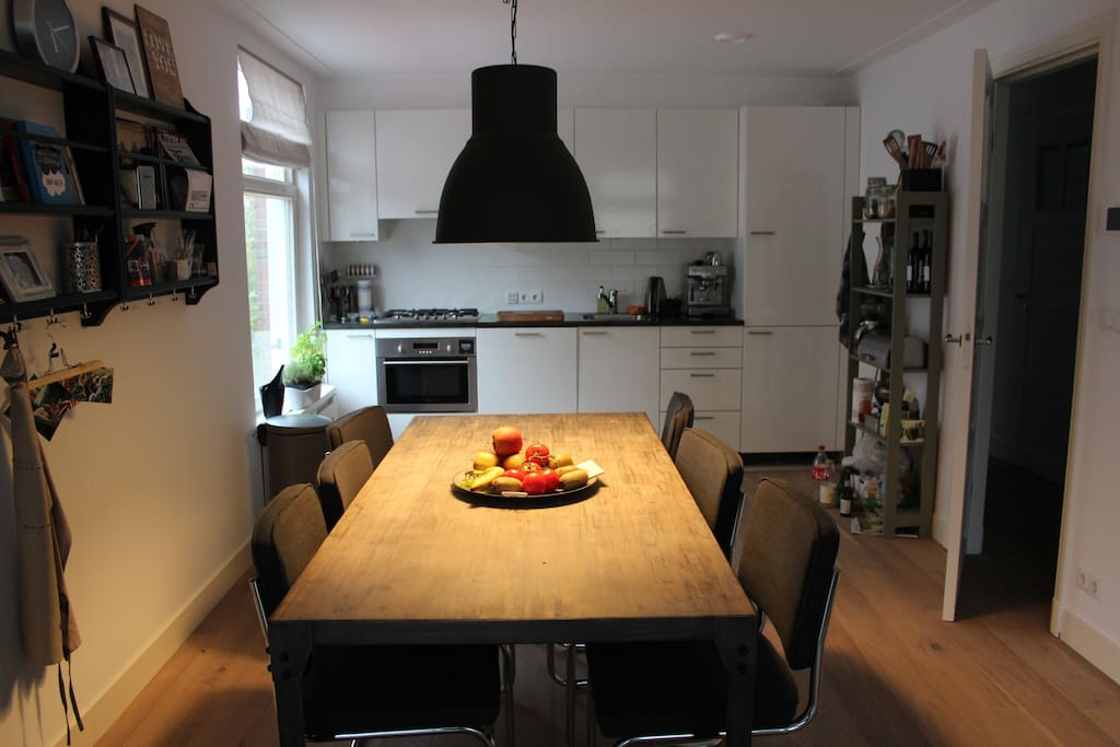 The open kitchen with table for 6 persons
