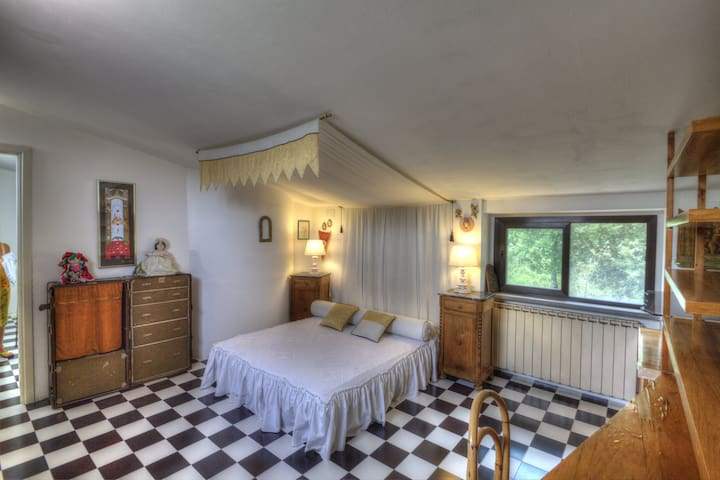 Giuditta's attic bedroom with king size bed and private bathroom
