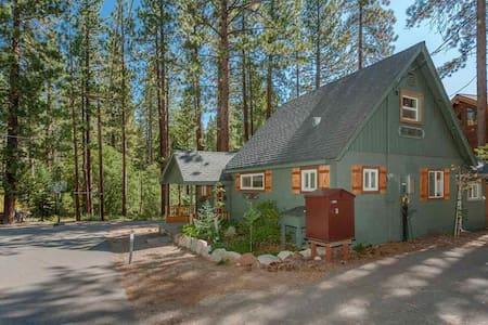Cozy Tahoe Forest Cabin - Walk to Moondune Beach