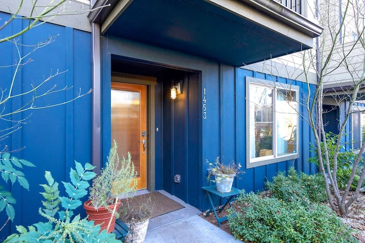 PRIME LOCATION NFL MLB DOWNTOWN CAPITOL HILL