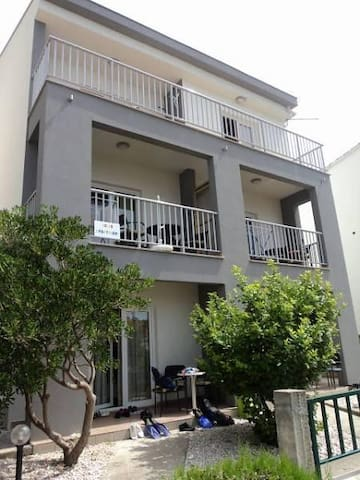 One bedroom apartment near beach Brist, Makarska (A-11078-a) - Brist