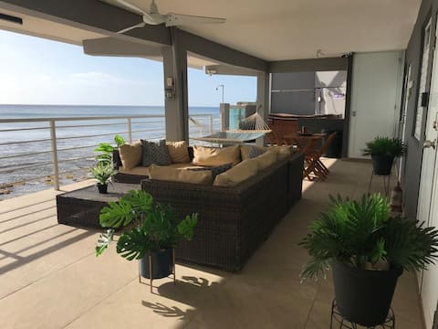 Aquabella Beachfront Apartment (Covid19-Ready)