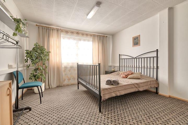 Comfy private room in quiet area, near beach