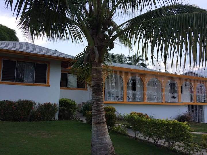 Charming, Family Home, 4 bdrm 3 bath with pool