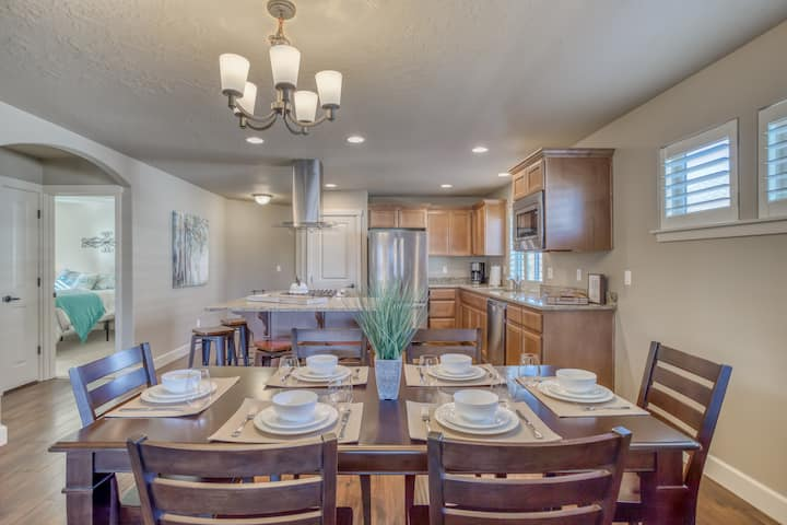 Updated 3 Bedroom Home with A/C, Fire pit and Beautiful Kitchen!
