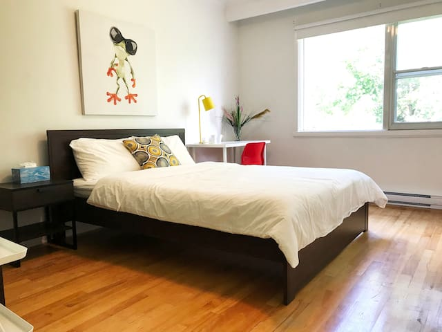 Sunflower Homestay: Safe and clean room with lock!