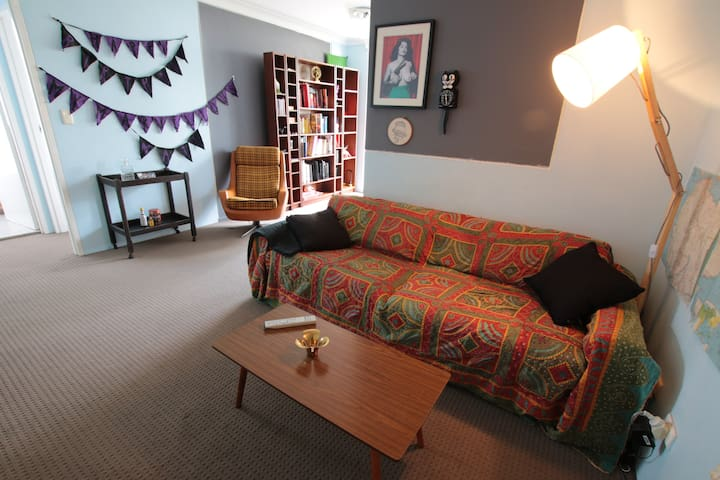 Whole apartment w balcony in Newtown - Newtown - Appartement