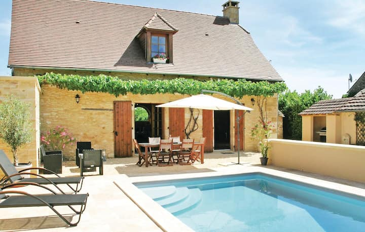 Nice home in St Amand de Coly with WiFi, Outdoor swimming pool and 2 Bedrooms
