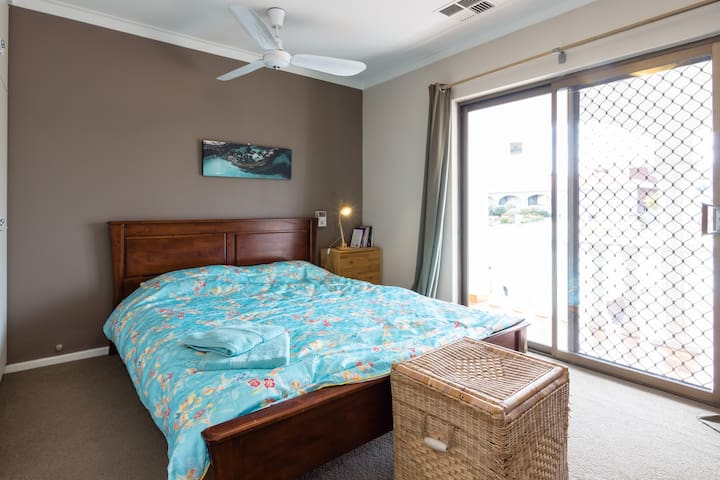 Private Room - King Double Bed (2 Persons) - Spearwood - House