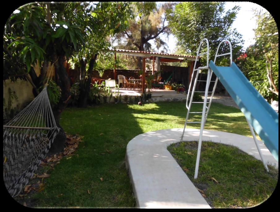 Frescas zonas de descanso con hamacas