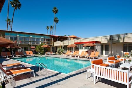 Mid Century Modern Boutique Inn - Palm Springs