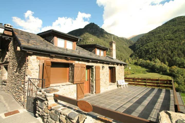 Andorran rustic house in Llorts