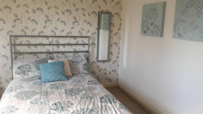 Spacious double room in friendly home - Liverpool - Casa