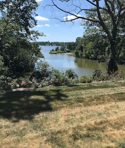 One bedroom apartment on the Severn River