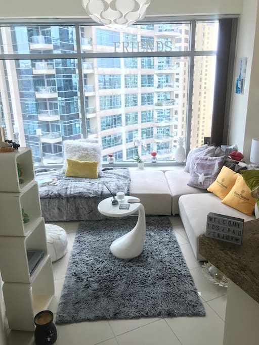 Living room /lounge