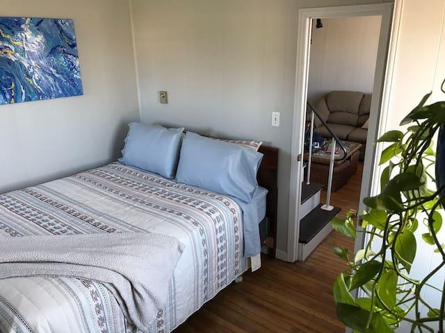 Comfy et calm room, near the sea