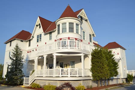 TAVERN ON THE BAY RESORT - Bed & Breakfast