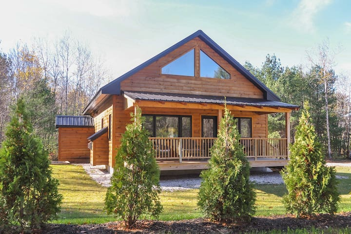 NEW! 3BR Bartlett Cabin - 5 Mins to Attitash Resort!