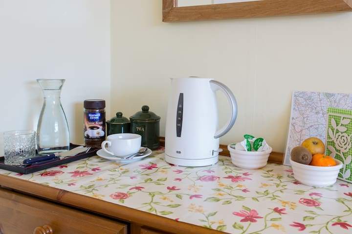 Coffee and tea making facilities on table-cum-desk