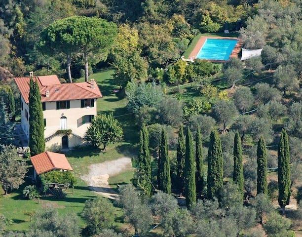Villa  in Traumlage mit Pool