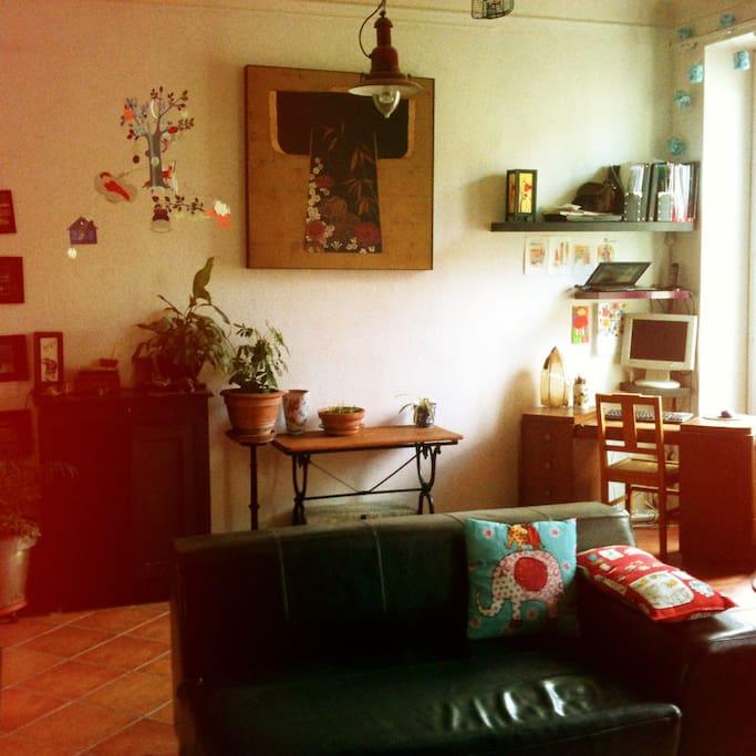 petit coin indépendant bureau dans le salon