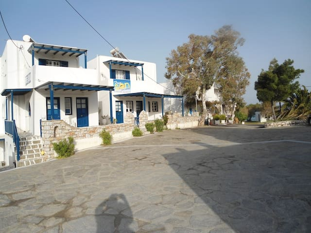 Apartment 50 meters from the sea - Piso Livadi - Apartemen