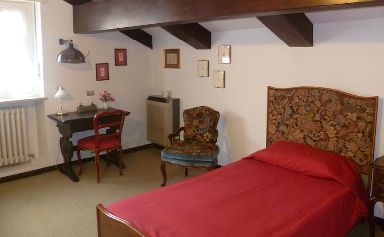 LARGE ROOMS IN AN ATTIC NEAR TURIN - Pino Torinese - Apartment
