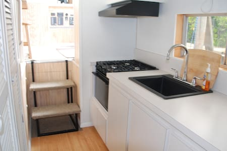 Newly Renovated Houseboat