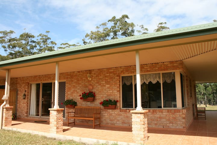 HOLIDAY RENTAL  AT SANDY BEACH NSW