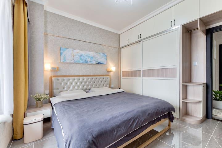 主卧-1.8米床带乳胶床垫枕头
