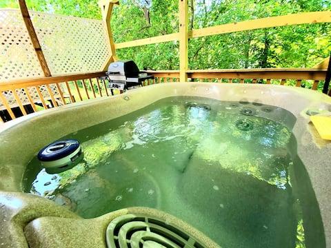 Creekside Retreat with Hot Tub & BBQ @ Burt Dam