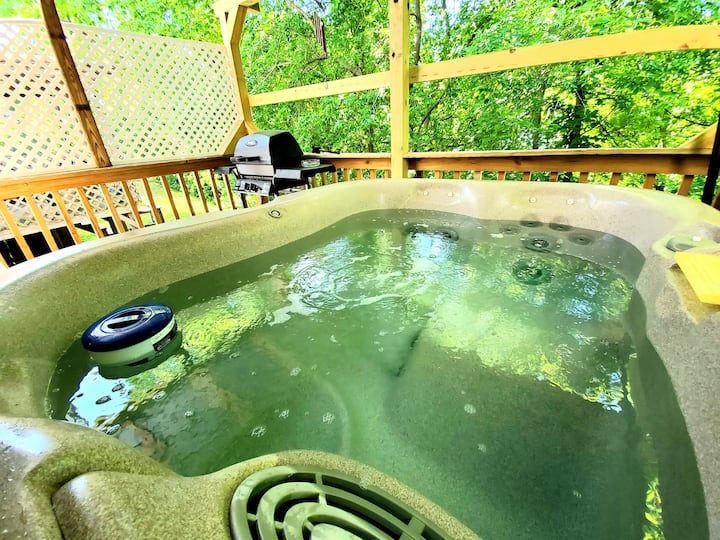 Creekside Retreat with Hot Tub & BBQ @ Burt Dam