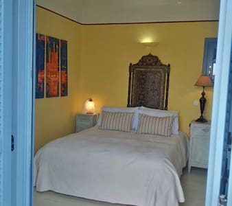 Room overlooking bay and light house - Kéa - Appartement