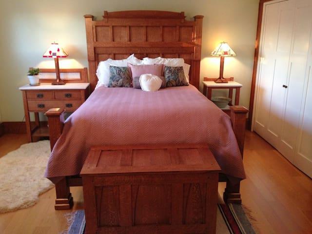 Classic Craftsman Country Suite~1910 Farmhouse - Petaluma - Dom