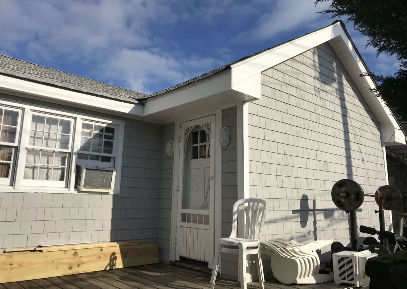 Ocean View newly renovated inside and out.  1 Bdrm, LR, New Kitchen, 2 decks.  Whole house, 2 lots off beach.  Adjacent too and has access to all FI Hotel amenities.  Sleeps 5. Full and twin bunk in bedroom and 2 twins in LR.