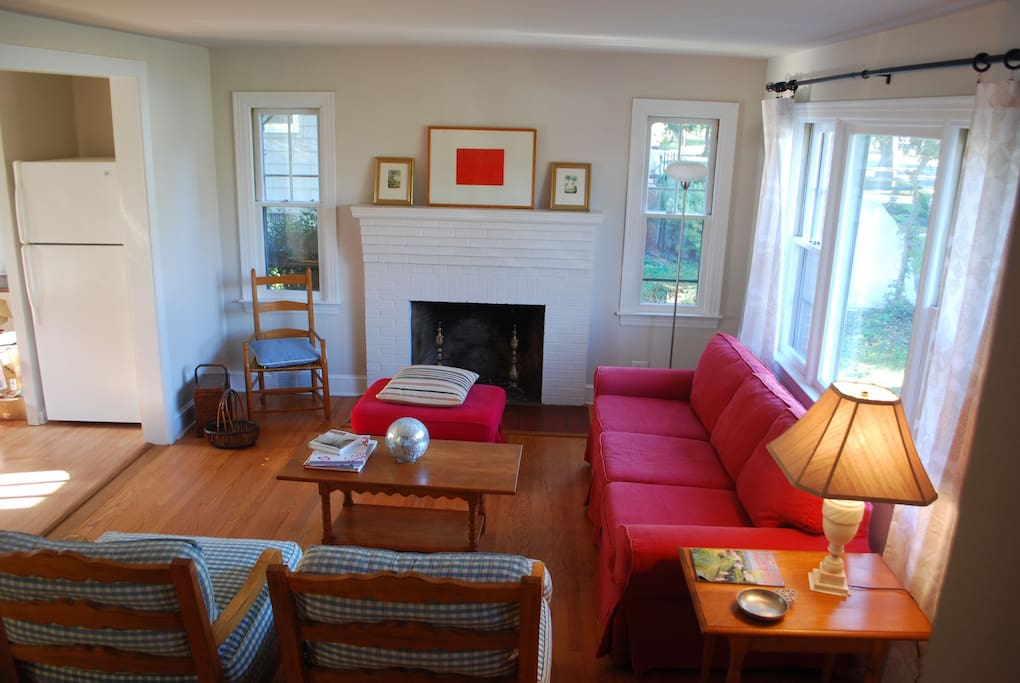 Cozy Cape Cod In Heart Of Downtown Houses For Rent In