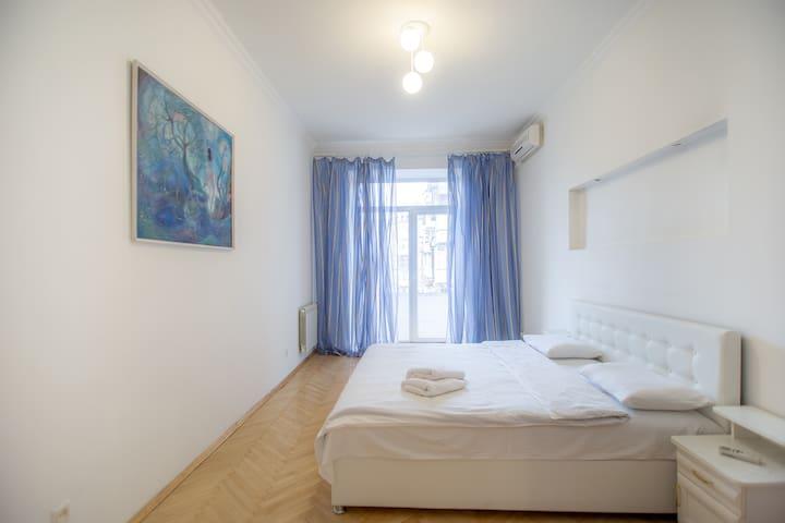 2-room apartment on 9 Tryohsviatitelskaya st.