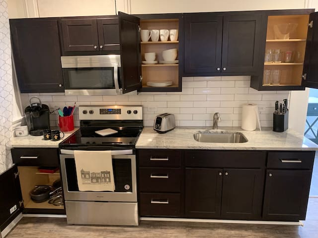 Fully equipped kitchen. Kuerig coffee, toaster, knives, cutting boards, cookie sheets, pots/pans, silverware, dishes, etc.