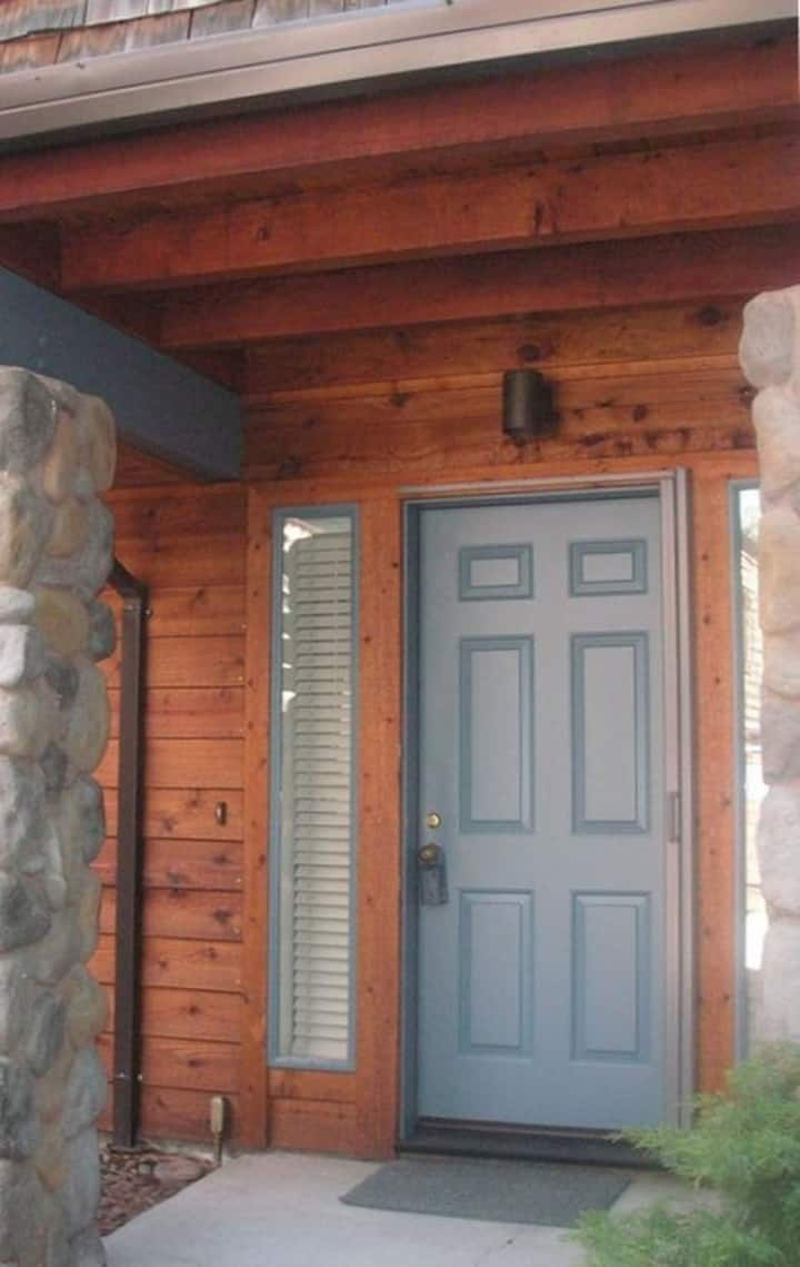Luxury Condo in Incline Village,walk to Lake Tahoe
