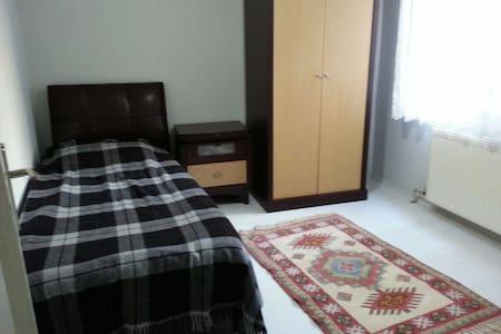 Bornova küçükpark ta modern oda - Bornova - Apartment - 1