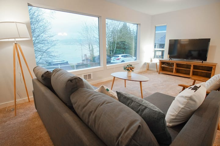 Entire 3BR 2BA 7 beds lake view house lower unit