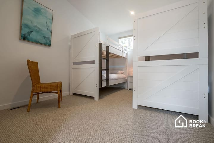 Bedroom 2, with 4 x singles (2 x bunks)