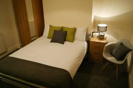 Birmingham Guest House 1, Room 2 - Oldbury